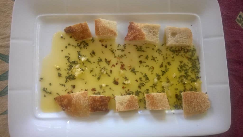 For a simple snack with the medicinal benefit of chopped garlic, make garlic oil and serve with some crusty bread.